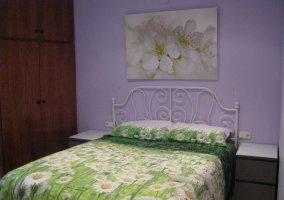 Dormitorio con margaritasde